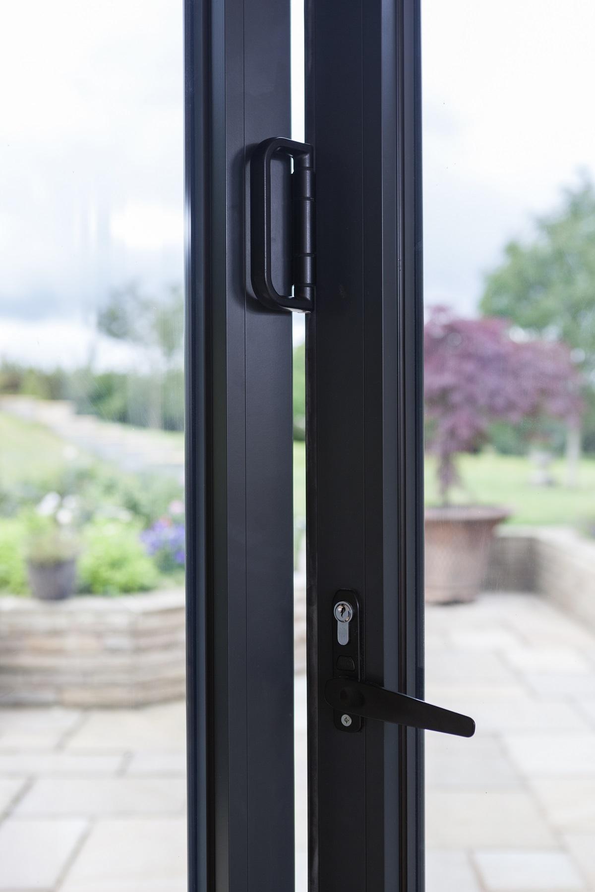 Flat door handles on bifold doors