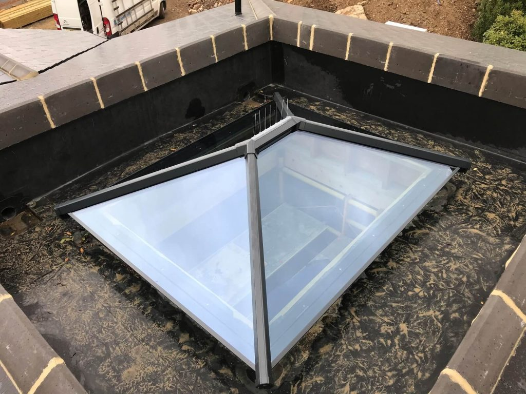 Ultrasky roof lantern in black